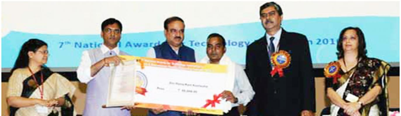 Shri Ananth Kumar, Hon'ble Minister of Chemicals & Fertilizers & Parliamentary Affairs, Government of India and Shri Mansukh L. Mandaviya, Hon'ble MoS (RTH,S&C&F)at 7th National Awards for Technology Innovation 2016-17 function.