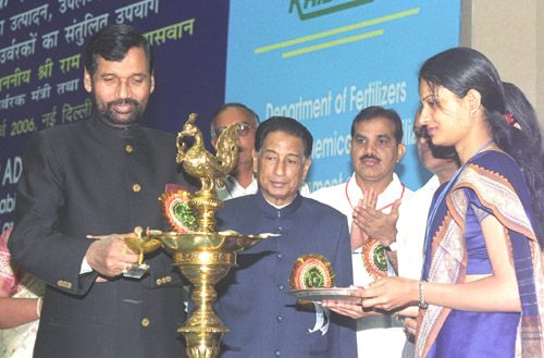 The Union Minister for Chemicals & Fertilizers and Steel, Shri Ram Vilas Paswan inaugurating the first meeting of the Fertilizer Advisory Forum, in New Delhi on March 7, 2006