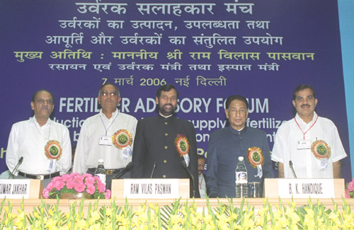 The Union Minister for Chemicals & Fertilizers and Steel, Shri Ram Vilas Paswan at the inauguration of the first meeting of the Fertilizer Advisory Forum, in New Delhi on March 7, 2006