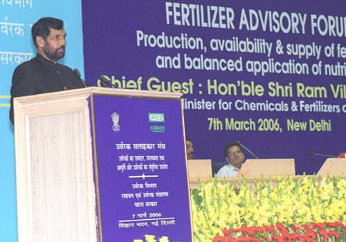 The Union Minister for Chemicals & Fertilizers and Steel, Shri Ram Vilas Paswan addressing at the first meeting of the Fertilizer Advisory Forum, in New Delhi on March 7, 2006