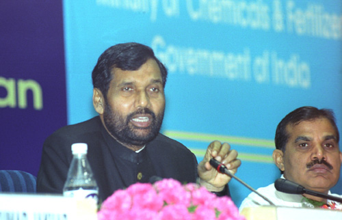 The Union Minister for Chemicals & Fertilizers and Steel, Shri Ram Vilas Paswan addressing a press conference on the first meeting of the Fertilizer Advisory Forum, in New Delhi on March 7, 2006
