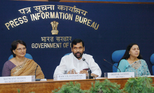 The Union Minister for Steel, Chemicals and Fertilizers, Shri Ram Vilas Paswan addressing a Press Conference on his recently concluded visit to Japan and clarifications relating to the proposed Drug Policy 2006, in New Delhi on July 18, 2006