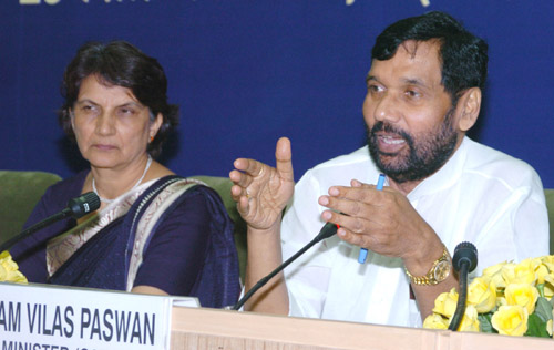 The Union Minister for Steel, Chemicals and Fertilizers, Shri Ram Vilas Paswan briefing the media about the Pharmaceutical Advisory Forum meeting in New Delhi on September 23, 2006 The Secretary, Chemicals & Fertilizers, Smt. Satwant Reddy is also seen