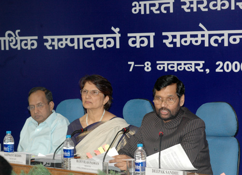 The Union Minister of Chemicals & Fertilizers and Steel, Shri Ram Vilas Paswan addressing the Economic Editors Conference  2006, organised by the Press Information Bureau, in New Delhi on November 07, 2006