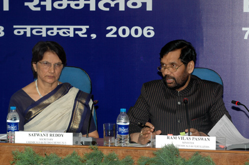 The Union Minister of Chemicals & Fertilizers and Steel, Shri Ram Vilas Paswan addressing the Economic Editors Conference  2006, organised by the Press Information Bureau in New Delhi on November 07, 2006