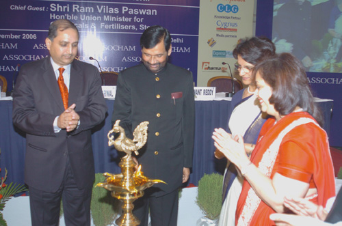 The Union Minister for Steel, Chemicals & Fertilizers, Shri Ram Vilas Paswan lighting the lamp to inaugurate the Conference on Indian Pharma Industry: Quest for Global Leadership, in New Delhi on November 14, 2006