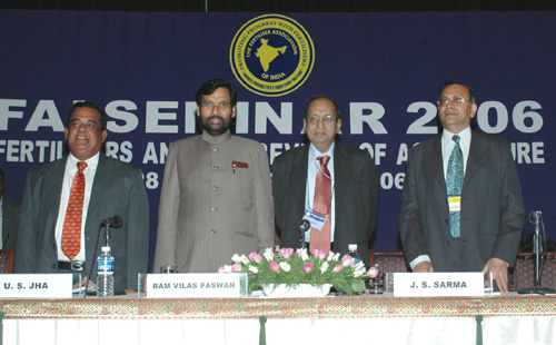 The Union Minister of Chemicals & Fertilizers and Steel, Shri Ram Vilas Paswan at the inauguration of the Fertilizer Association of India Seminar 2006 on Fertilizer and Revival of Agriculture in New Delhi on November 28, 2006