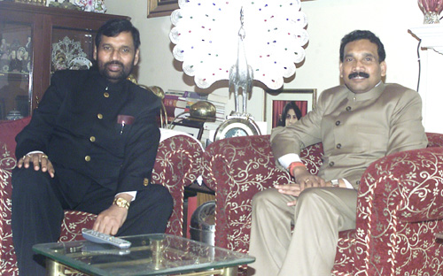 Shri Madhu Kora, Chief Minister of Jharkhand meeting with the Union Minister of Chemicals & Fertilizers and Steel, Shri Ram Vilas Paswan, in New Delhi on December 8, 2006