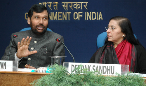 The Union Minister of Chemicals & Fertilizers and Steel, Shri Ram Vilas Paswan addressing a press conference on Fertilizer Monitoring System, in New Delhi on January 22, 2007 The DG (M&C), Press Information Bureau, Smt. Deepak Sandhu is also seen