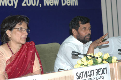 The Union Minister of Chemicals & Fertilizers and Steel, Shri Ram Vilas Paswan briefing the press at the Third Interactive Session with the Pharmaceutical Advisory Forum to discuss Price and Availability of medicines, in New Delhi on May 15, 2007 The Secretary (C&PC), Ms. Satwant Reddy is also seen