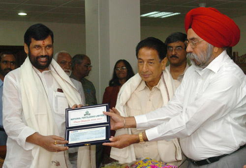 The Union Minister of Chemicals & Fertilizers and Steel, Shri Ram Vilas Paswan being presented a Dividend Cheque from the CMD, National Fertilisers Limited (NFL), Shri G.S. Mangat, in New Delhi on October 16, 2007 The Minister for State for Chemical and Fertilizers, Shri B.K. Handique is also seen