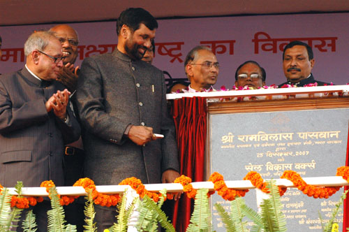 The Union Minister of Chemicals & Fertilizers and Steel, Shri Ram Vilas Paswan inaugurating the SAIL Growth Works in Kulti, West Bengal on December 25, 2007. The Union Minister of External Affairs, Shri Pranab Mukherjee is also seen