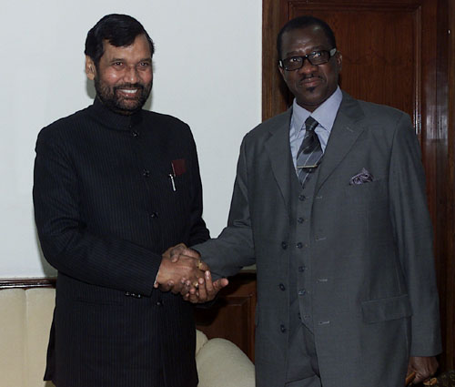 The Union Minister of Chemicals & Fertilizers and Steel, Shri Ram Vilas Paswan meeting with Mines and Industry Minister of Senegal Mr. Me Madicke NIANG, in New Delhi on January 25, 2008