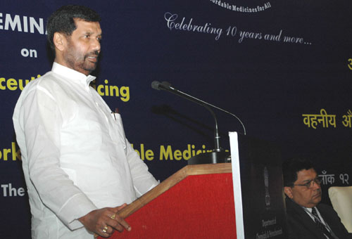 The Union Minister of Chemicals & Fertilizers and Steel, Shri Ram Vilas Paswan delivering the keynote address at the Seminar on Pharmaceutical Pricing and Regulatory framework for Affordable Medicines, in New Delhi on April 12, 2008