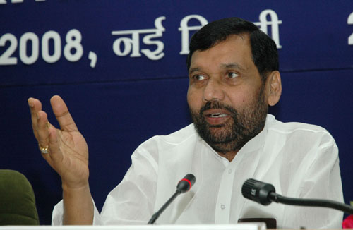 The Union Minister of Chemicals & Fertilizers and Steel, Shri Ram Vilas Paswan addressing the Fourth Meeting of the Pharmaceutical Advisory Forum, in New Delhi on April 23, 2008