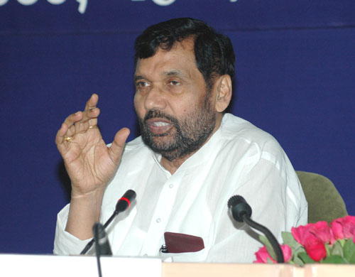 The Union Minister of Chemicals & Fertilizers and Steel, Shri Ram Vilas Paswan briefing the press at the Fourth Meeting of the Pharmaceutical Advisory Forum, in New Delhi on April 23, 2008