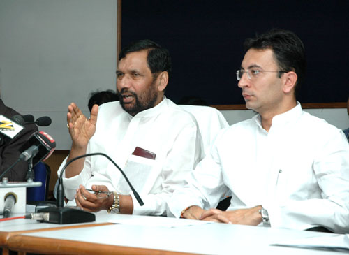 The Union Minister of Chemicals & Fertilizers and Steel, Shri Ram Vilas Paswan addressing a Press Conference on the welfare major for steel PSU employees, in New Delhi on August 22, 2008 The Minister of State for Steel, Shri Jitin Prasada is also seen