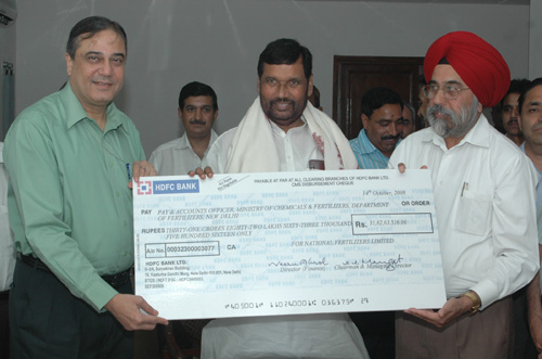 The Union Minister of Chemicals & Fertilizers and Steel, Shri Ram Vilas Paswan being presented a dividend cheque by the Chairman & Managing Director, National Fertilisers Limited, Shri G.S. Mangat, in New Delhi on October 15, 2008  The Secretary (Fertilizers), Shri Atul Chaturvedi is also seen