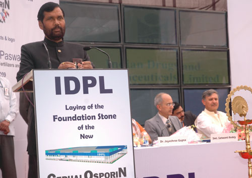 The Union Minister of Chemicals & Fertilizers and Steel, Shri Ram Vilas Paswan addressing at the foundation stone laying ceremony of the new State of Art Cephalosporin Block at IDPL Gurgaon Plant, in Gurgaon, Haryana on February 20, 2009. The Minister of State for Defence Production, Rao Inderjit Singh is also seen