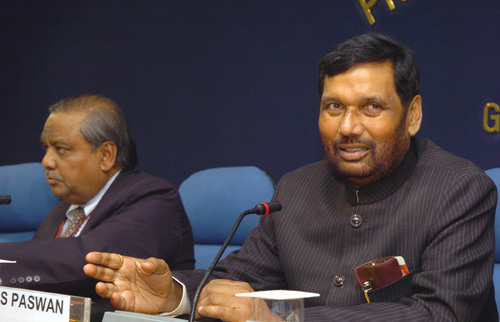 The Union Minister of Chemicals & Fertilizers and Steel, Shri Ram Vilas Paswan holding a press conference on certain issues pertaining to the Pharmaceutical industry, in New Delhi on February 27, 2009