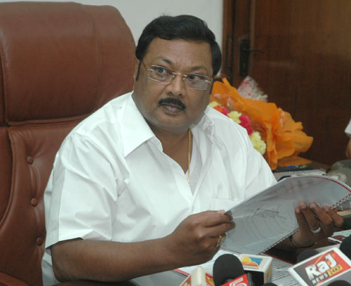 The Union Minister of Chemicals and Fertilizers, Shri M.K. Alagiri briefing the media on 100 days agenda of the Ministry, in New Delhi on June 26, 2009