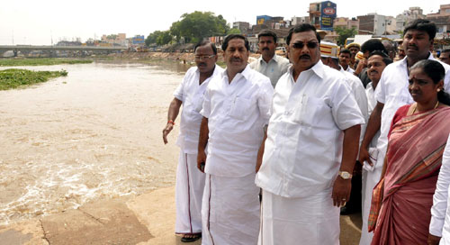 The Union Minister of Chemicals and Fertilizers, Shri M.K. Alagiri visiting the flood affected areas, in Madurai, Tamil Nadu on November 11, 2009