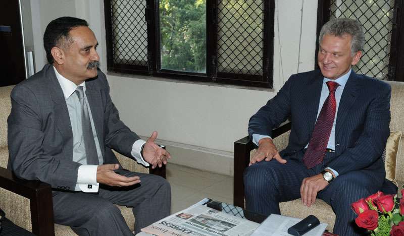 The Russian Minister for Industry and Trade, Mr. Victor B. Khristenko meeting the Secretary Pharmaceuticals, Shri Mukul Joshi to discuss bilateral cooperation in Pharmaceutical sector in New Delhi on September 29, 2010