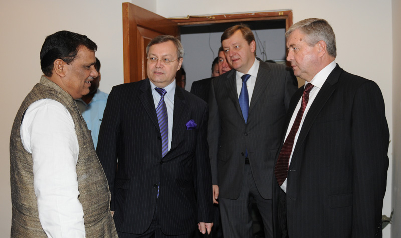 The First Dy. Prime Minister of Republic of Belarus, Mr. Vladimir I Semashko with the Minister of State for Chemicals and Fertilizers, Shri Srikant Jena, in New Delhi on October 26, 2010