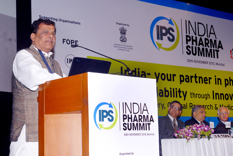 The Minister of State for Chemicals and Fertilizers, Shri Srikant Jena delivering the inaugural address at 2nd Indian Pharma Summit, in Mumbai on November 30, 2010