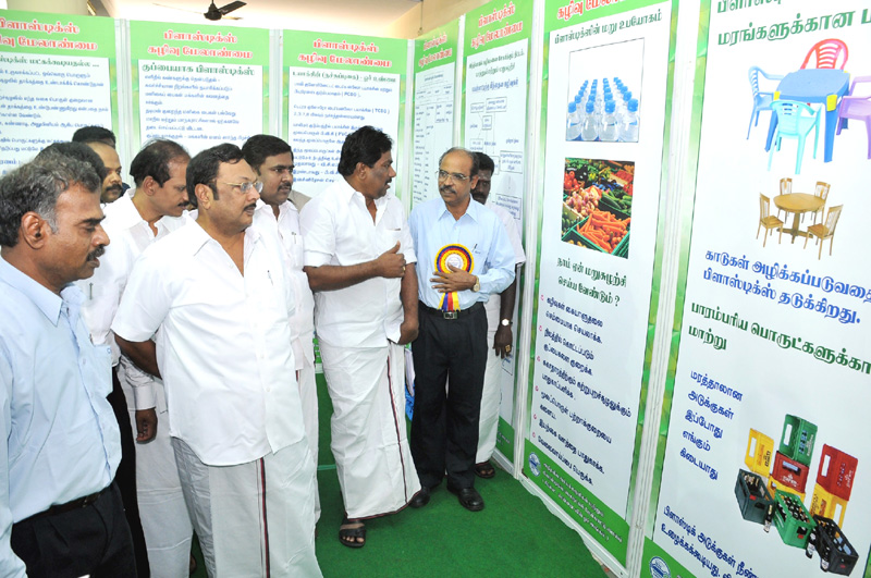 The Union Minister for Chemicals & Fertilizers, Shri M. K. Alagiri going around an exhibition on Plastics, arranged in connection with the National Workshop on Plastics Waste Management, in Madurai on January 22, 2011