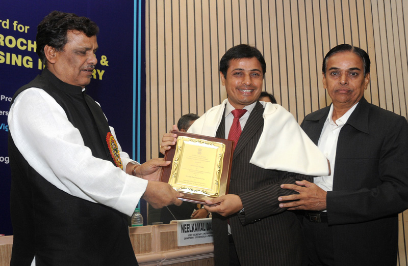 The Minister of State for Chemicals and Fertilizers, Shri Srikant Jena presented the National Awards for Technology Innovation in Petrochemicals & Downstream Plastics Processing Industry (2010-2011), at a function, in New Delhi on November 28, 2011