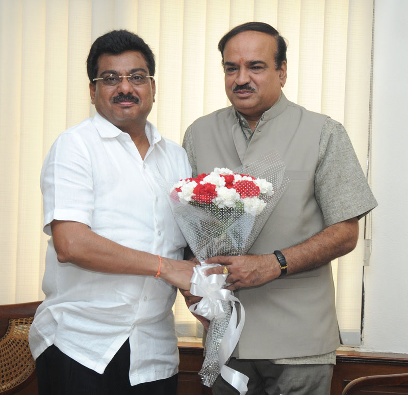 The Irrigation Minister of Karnataka, Shri M.B. Patil calling on the Union Minister for Chemicals and Fertilizers, Shri Ananthkumar, in New Delhi on June 12, 2014