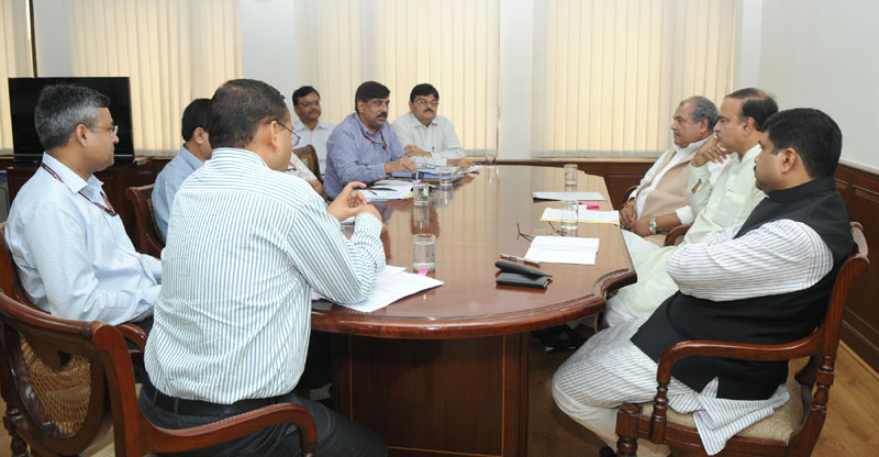 The Union Minister for Mines, Steel and Labour & Employment, Shri Narendra Singh Tomar, the Minister of State (Independent Charge) for Petroleum and Natural Gas, Shri Dharmendra Pradhan and the Union Minister for Chemicals and Fertilizers, Shri Ananthkumar at a meeting to discuss a project, in New Delhi on August 04, 2014