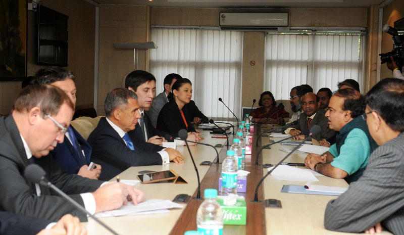A delegation from Russia calls on the Union Minister for Chemicals and Fertilizers, Shri Ananthkumar, in New Delhi on November 18, 2014