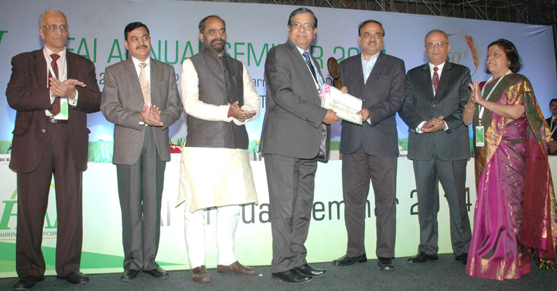 The Union Minister for Chemicals and Fertilizers, Shri Ananthkumar presenting the award at the inauguration of the Fertilizer Association of India annual seminar 2014 on 'Unshackling the Fertilizer Sector', in New Delhi on December 10, 2014. The Minister of State for Chemicals & Fertilizers, Shri Hansraj Gangaram Ahir is also seen