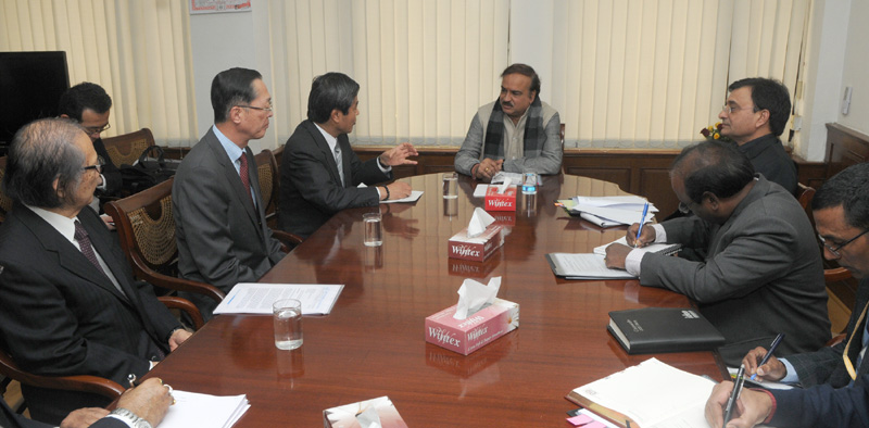 A Japanese delegation meeting the Union Minister for Chemicals and Fertilizers, Shri Ananthkumar, in New Delhi on January 08, 2015