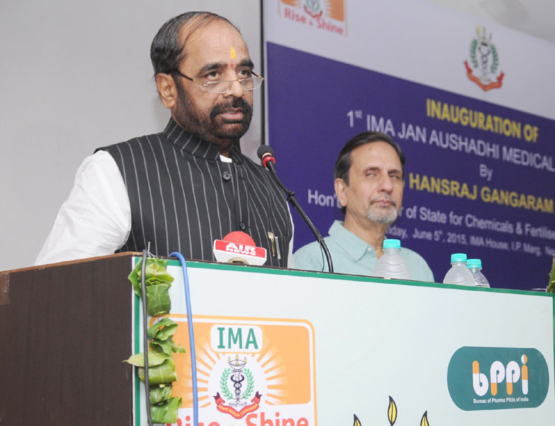 The Minister of State for Chemicals & Fertilizers, Shri Hansraj Gangaram Ahir addressing at the inauguration of the First Jan Aushadhi Store, in New Delhi