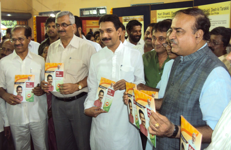 The Union Minister for Chemicals and Fertilizers, Shri Ananth Kumar releasing the booklet at the inauguration of the DAVP exhibition 'Saal Ek Shuruaat Anek', in Mangalore, Karnataka on June 18, 2015. The Member of Parliament, Shri Naleen Kumar Kateel and the M.L.A., Mangalore, Shri S.R. Logo are also seen.