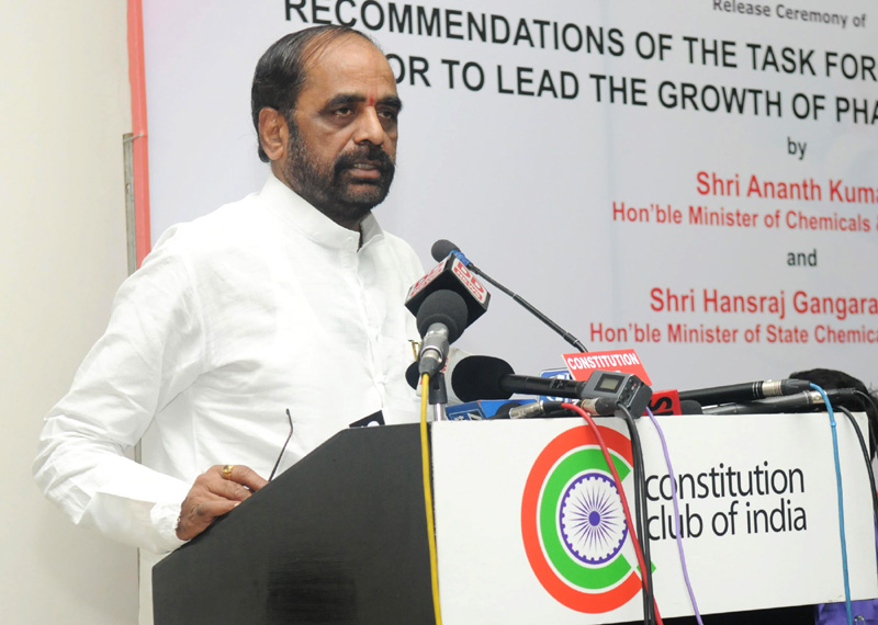 The Minister of State for Chemicals & Fertilizers, Shri Hansraj Gangaram Ahir addressing at the release of the report of the Task Force on Enabling the Private Sector to Lead the Growth of Pharmaceutical Sector, in New Delhi