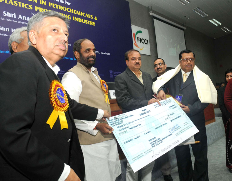 The Union Minister for Chemicals and Fertilizers, Shri Ananth Kumar at the presentation ceremony of the 6th National Awards for Technology Innovation in Petrochemicals & Downstream Plastics Processing Industry, in New Delhi on January 20, 2016. The Minister of State for Chemicals & Fertilizers, Shri Hansraj Gangaram Ahir and other dignitaries are also seen.