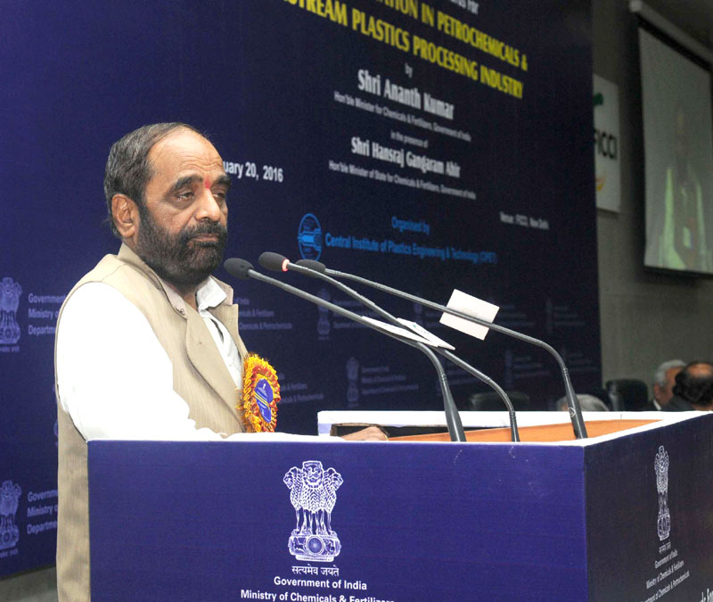 The Minister of State for Chemicals & Fertilizers, Shri Hansraj Gangaram Ahir addressing at the presentation ceremony of the 6th National Awards for Technology Innovation in Petrochemicals & Downstream Plastics Processing Industry, in New Delhi on January 20, 2016