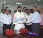 The Union Minister for Steel, Chemicals and Fertilizers, Shri Ram Vilas Paswan receiving a dividend cheque for Rs.53.98 crore from the CMD of KRIBHCO, in New Delhi on October 10, 2006