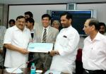 The Union Minister of Chemicals & Fertilizers and Steel, Shri Ram Vilas Paswan receiving a dividend cheque from the Manganese Ore India Limited, in New Delhi on March 29, 2007
