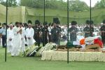 The Union Minister of Chemicals & Fertilizers and Steel, Shri Ram Vilas Paswan laying wreath at the mortal remains of the former Prime Minster, Shri Chandra Shekhar at the funeral pyre, in Delhi on July 09, 2007